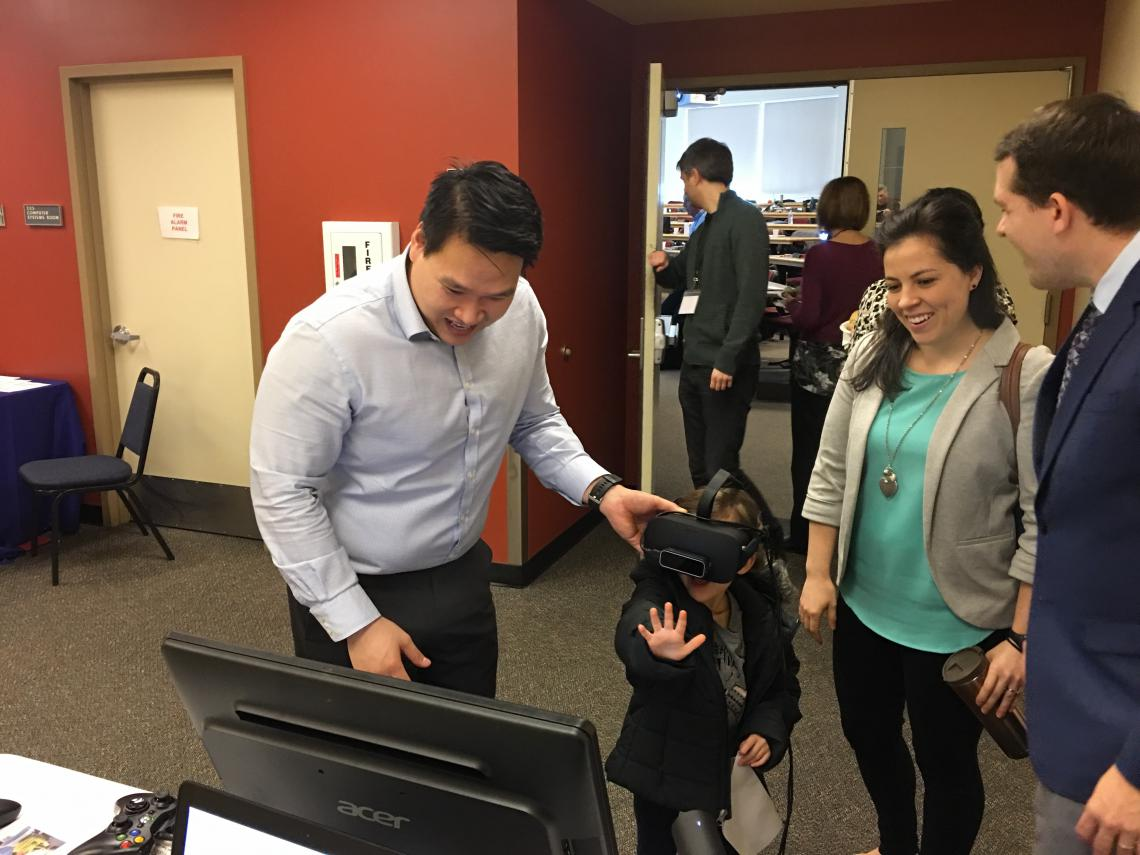 Dr. Tuan Tran demoing Vivid Vision in Oregon.